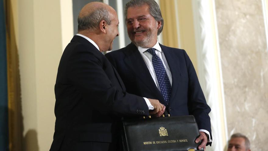 Íñigo Méndez de Vigo y José Ignacio Wert, el día de la toma posesión de la cartera de Educación, Cultura y Deporte. / Ministerio de Educación