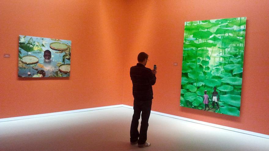 Visitante en el Groninger Museum // Foto: Arend Van Wonink (Flickr)