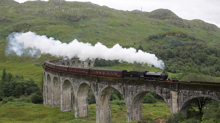 El Tren jacobita atravesando el Viaducto de Glennfinan. Tommy