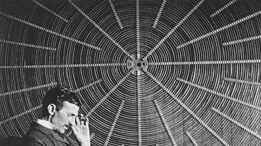Nikola Tesla fue pionero en el uso del control remoto de objetos