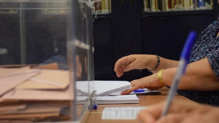 Imagen de una votante este domingo.