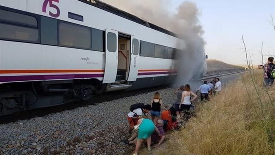 Uno de los trenes de la línea Madrid-Talavera-Extremadura averíado / Europa Press