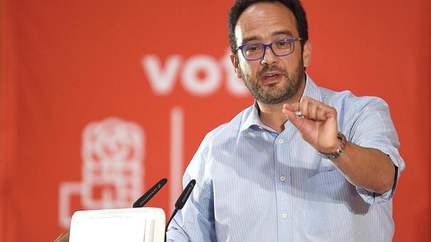 Antonio Hernando pide a los ciudadanos que destituyan a Rajoy y a Fernández con sus votos