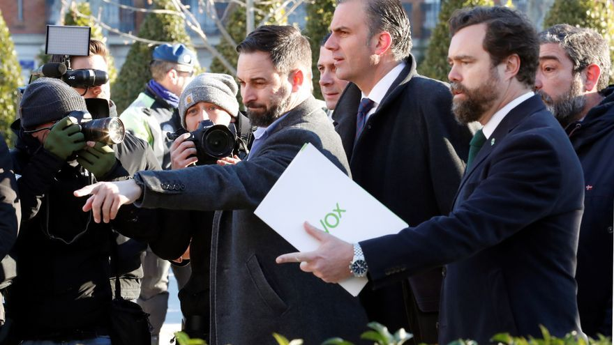 Santiago Abascal, Fernández, Ortega Smith y Espinosa de los Monteros llegan al Supremo en la primera jornada de juicio por el 1-O