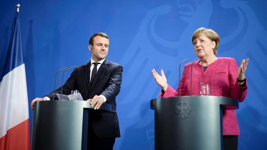 Merkel y Macron abogan por revitalizar el eje  franco-alemán para relanzar la UE
