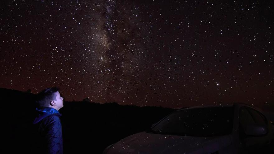 Cielo estrellado captado desde  el Roque de Los Muchachos por José F. Arozena que ha obtenido una mención especial en el 'III Maratón Fotográfico Starnight'.