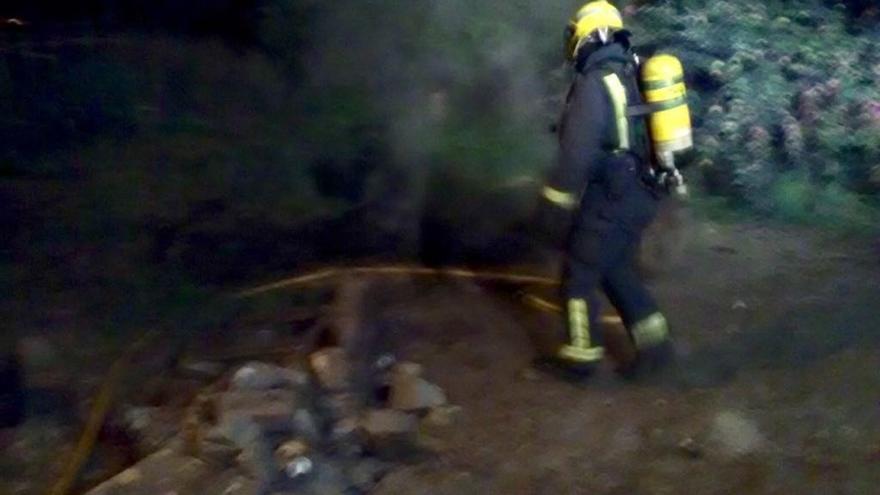 Trasladadas a un centro de salud 5 personas y desalojadas otras 3 por un fuego en un edificio de Marín (Pontevedra)