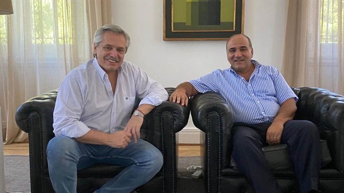 Cuando Cristina Fernández anunció a Alberto Fernández como su candidato a Presidente, Manzur no dudó en apoyarlo. Su nombre sonó en 2019 para el cargo que ocupará desde el lunes.