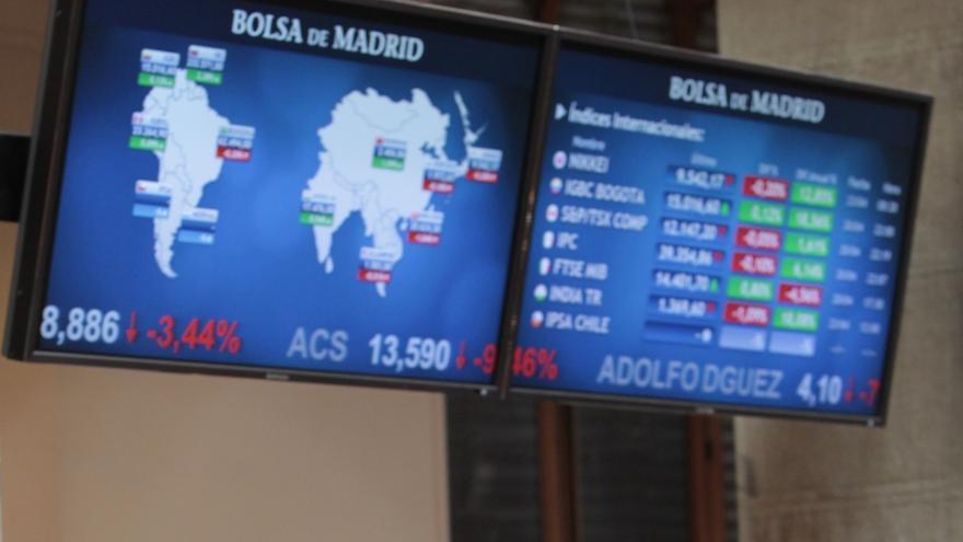 El Ibex cae un 0,12% en la apertura y la prima repunta hasta 419 puntos a la espera de la subasta