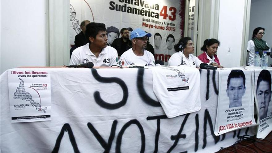 """Caravana por los 43 mexicanos desaparecidos pide """"globalizar la resistencia"""""""