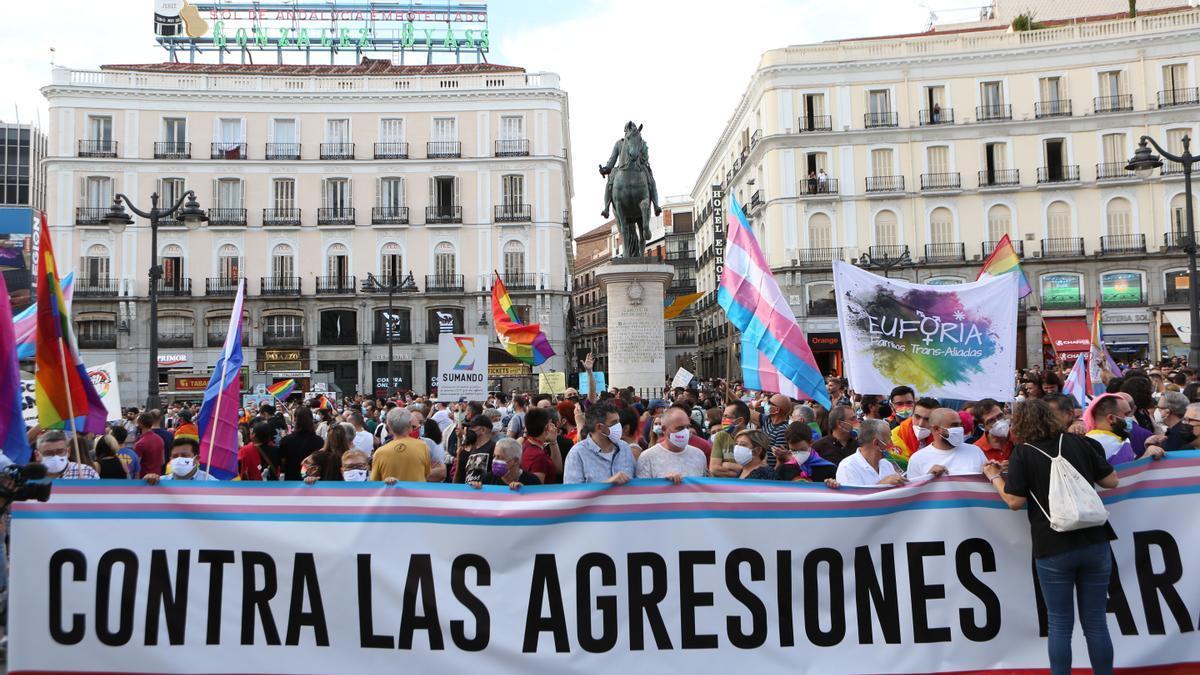 Manifestación contra las agresiones al colectivo LGTBI en la Puerta del Sol de Madrid.