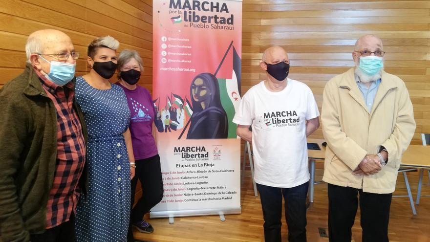 El delegado de la RASD en La Rioja (primero por la derecha) junto al resto de participantes en la rueda de prensa.