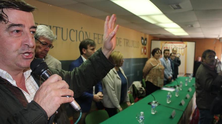 García Blanco, de Asaja, toma la palabra en presencia, al fondo de la consejera de Medio Ambiente y Rural