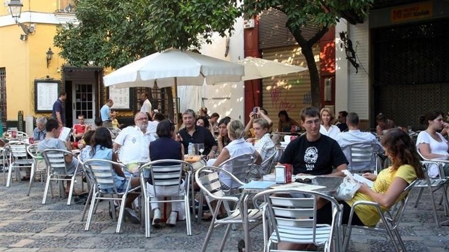 Sevilla y el ruido prohibido jugar al domin en la for Nebulizadores para terrazas de bares