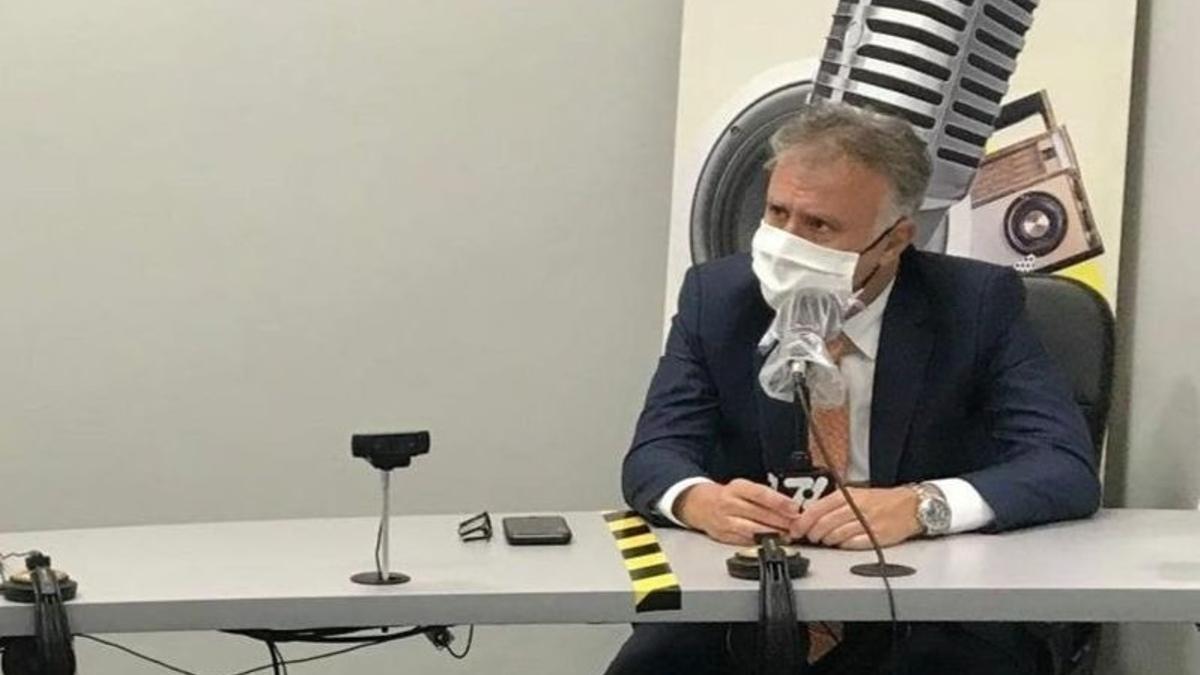 El presidente de Canarias, durante la entrevista en 7.7 Radio
