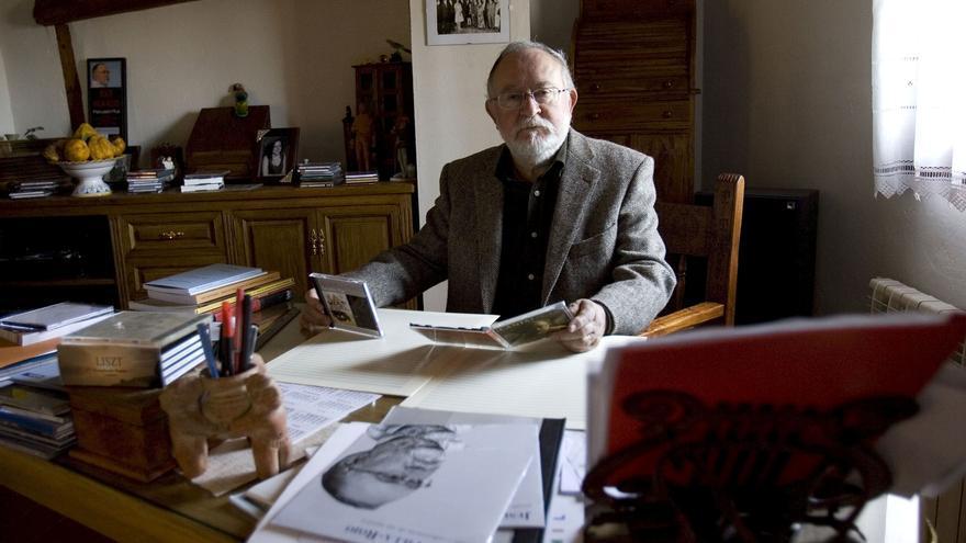 El compositor Villa-Rojo entrega su archivo personal a la Biblioteca Nacional