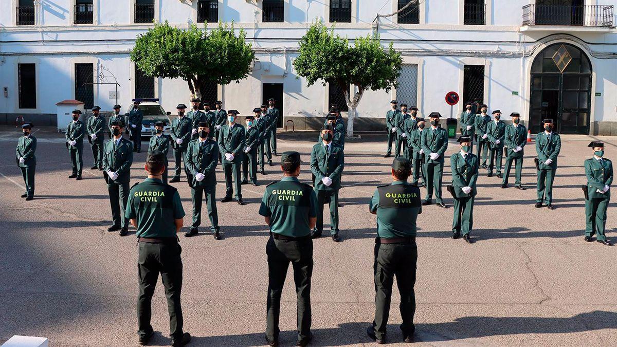 Acto de bienvenida a los guardias civiles en formación en la Comandancia de Córdoba.