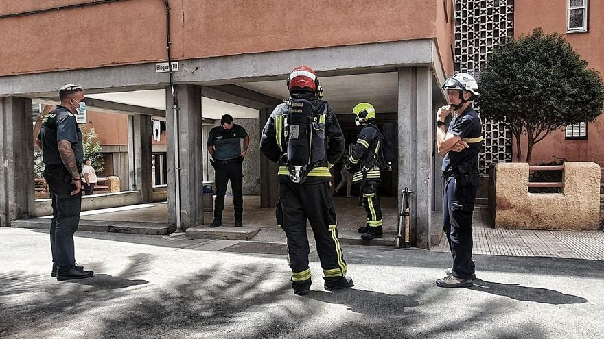 Intervención de los bomberos en un edificio de Agüimes. (BOMBEROS DE GRAN CANARIA)