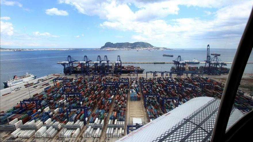 El tráfico portuario de mercancías cae un 5,6 por ciento en el primer semestre