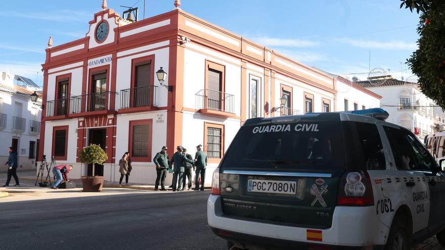 Pedrera mantendrá el refuerzo de la Guardia Civil y ascienden a 4 detenidos y 8 denunciados por las protestas