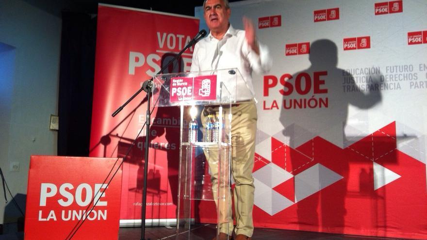 González Tovar durante la presentación de la candidatura del PSOE en La Unión