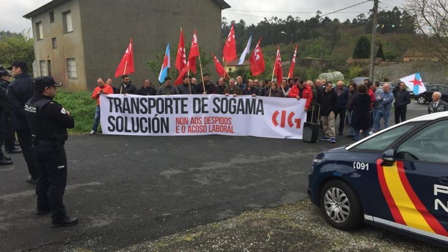 Protesta de los camioneros ante el mitin de Casado y Feijóo el pasado domingo en Santiago