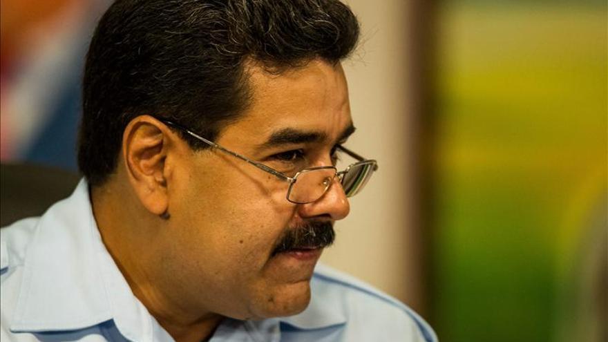 Los venezolanos muy negativos con la situación del país y con Maduro, según un sondeo
