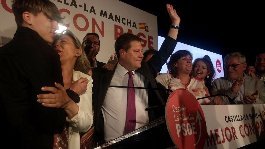 Emiliano garcía-Page celebra su victoria