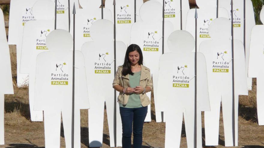 Laura Duarte, portavoz de la Pacma, en el acto organizado hoy en Tordesillas (Valladolid).