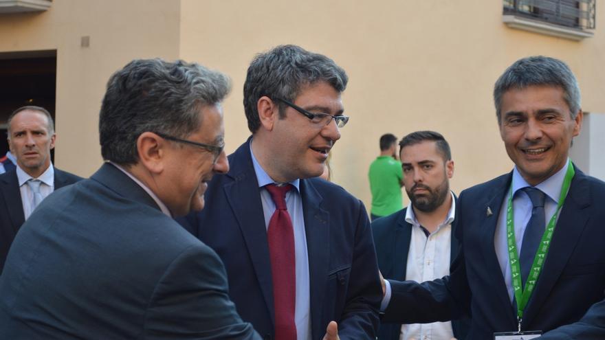 """Millo se reúne con Forn y le pide que se comprometa a """"garantizar la legalidad"""" en Cataluña"""