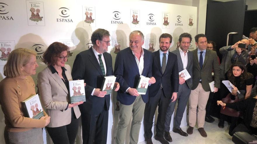 De izquierda a derecha, Pagazaurtundua, Rajoy, González Pons, Casado, Sémper y García Egea.