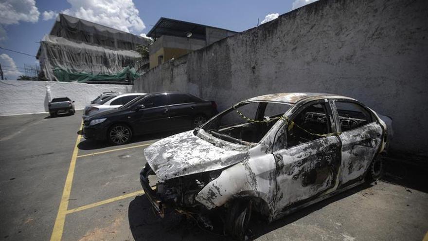 Detienen a la esposa y un policía por el asesinato del embajador griego en Brasil