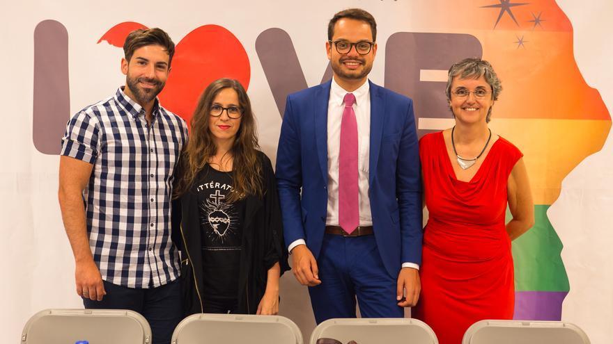 Participantes en el encuentro literario de género feminista y gay.