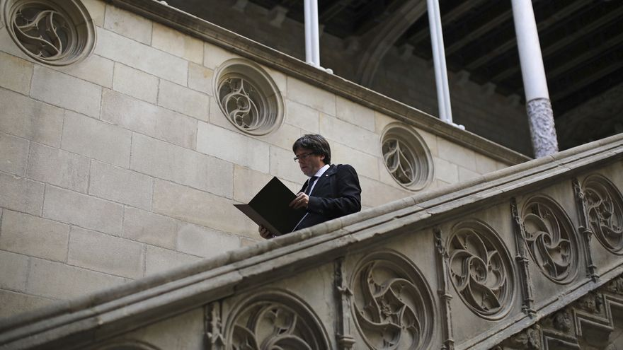 Puigdemont abandona el palacio de la Generalitat minutos antes de dirigirse al Parlament