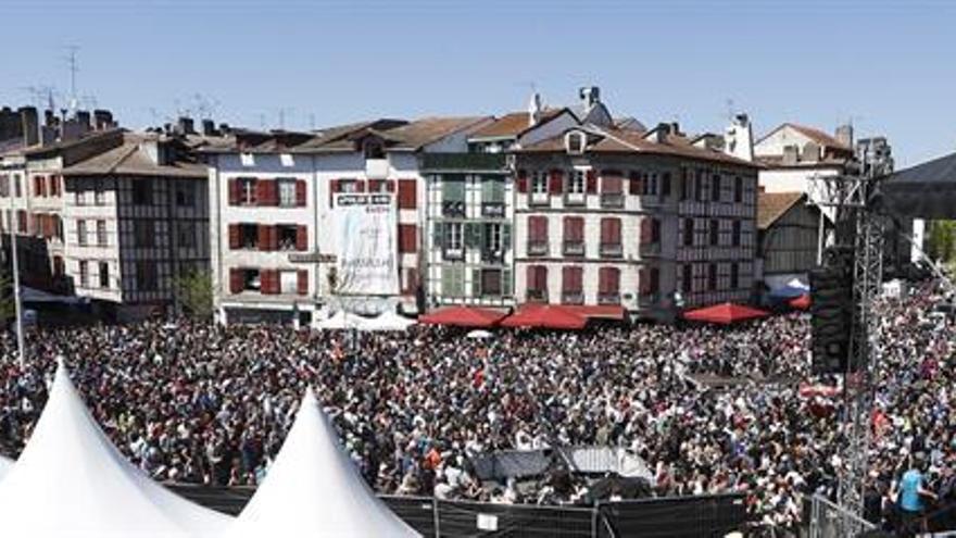 El manifiesto de Bayona celebra el desarme y pide acercar a los presos de ETA