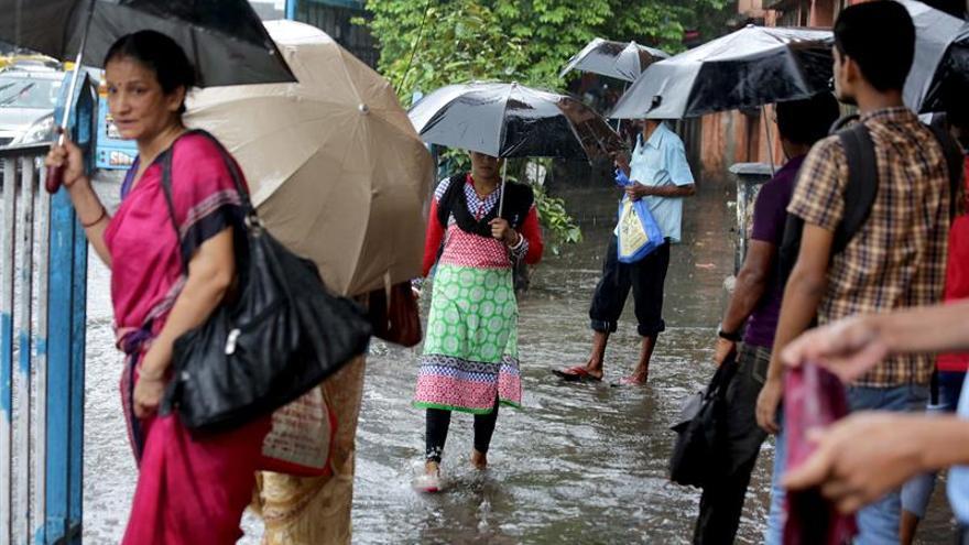 India prepara la evacuación de 800 turistas atrapados por una fuerte tormenta
