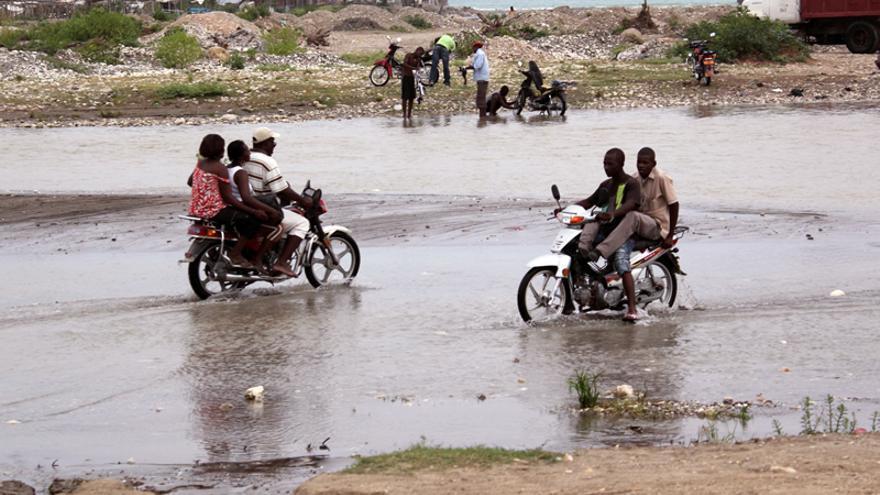 Cruzando un río en Jacmel/ Alianza por la Solidaridad