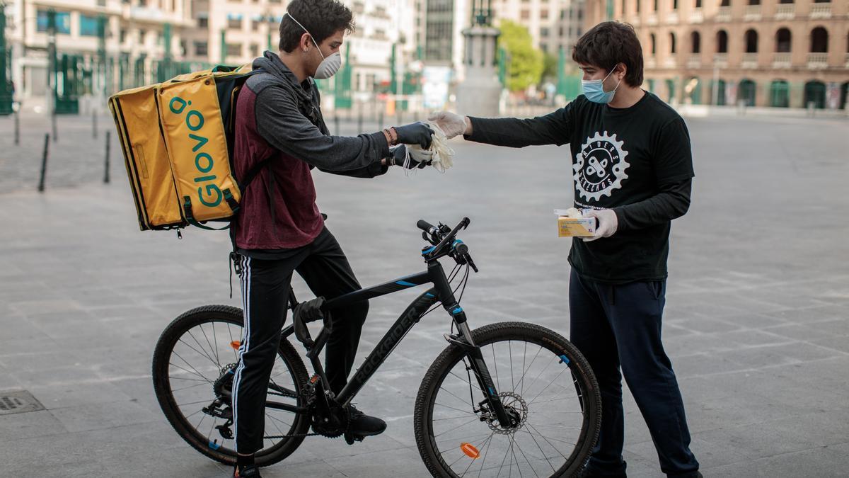 Miembros de la plataforma Riders X Derechos, compuesta por repartidores y mensajeros de Valencia.