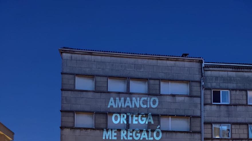 Proyección en una fachada de Santiago de Compostela