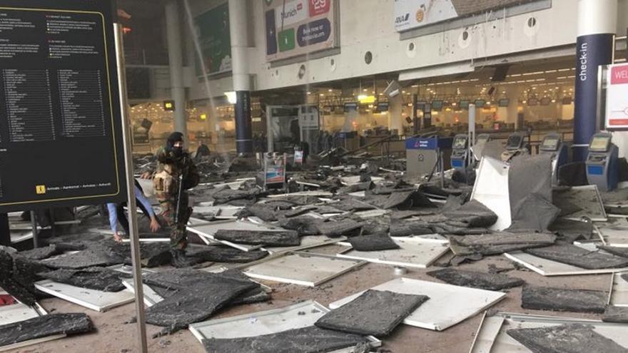 Imagenes de la terminal de salidas del aeropuerto de Bruselas / @airlivenet