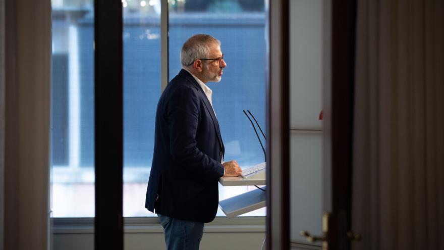 El líder de Cs en Catalunya, Carlos Carrizosa, interviene en una rueda de prensa convocada ante los medios, en Barcelona, Cataluña, (España), a 11 de noviembre de 2020.