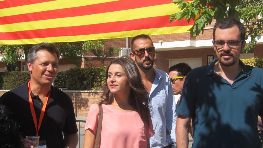 """Arrimadas (C's) a Puigdemont: """"Para gobernar Cataluña no se trata de ver quien es más independentista"""""""