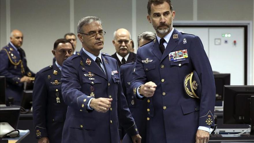 El Rey visita el búnker de la OTAN en Torrejón que vigila los cielos europeos