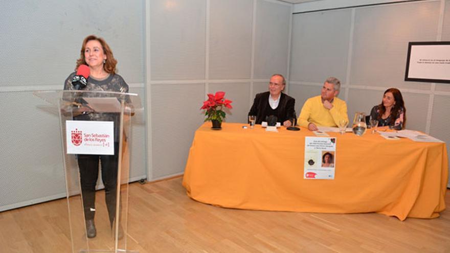 María Rosal recibe el Premio Nacional de Poesía José Hierro.