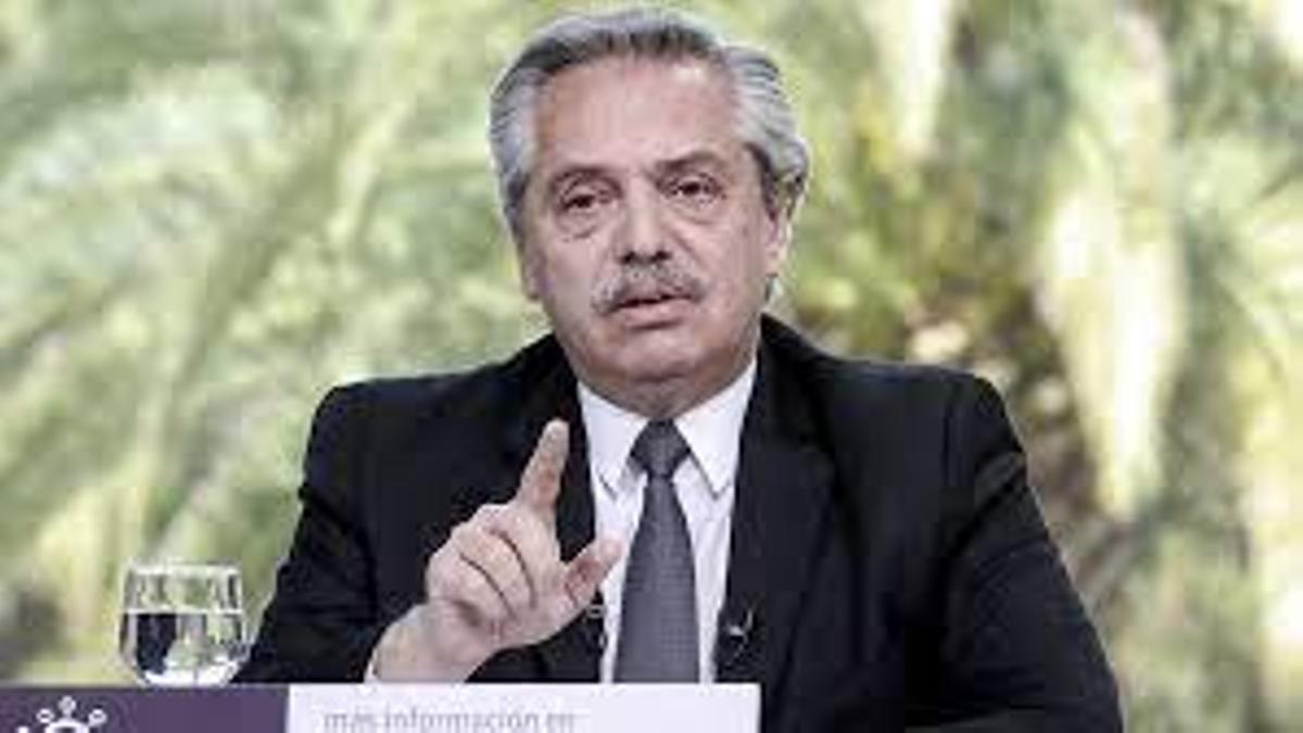 Alberto Fernández se presentó ante el juzgado por derecho propio pero también pagó un bono al Colegio Público de Abogados para ejercer como letrado en la causa.