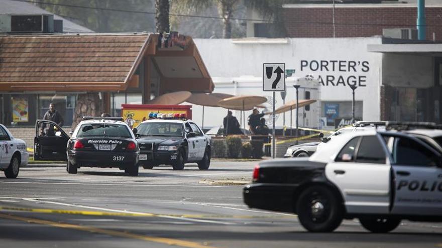 Detienen en California a los padres de 13 hijos por secuestrarlos y torturarlos