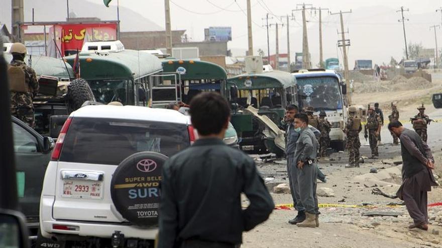 Un nuevo ataque talibán contra autobuses de la policía deja 38 muertos en Kabul