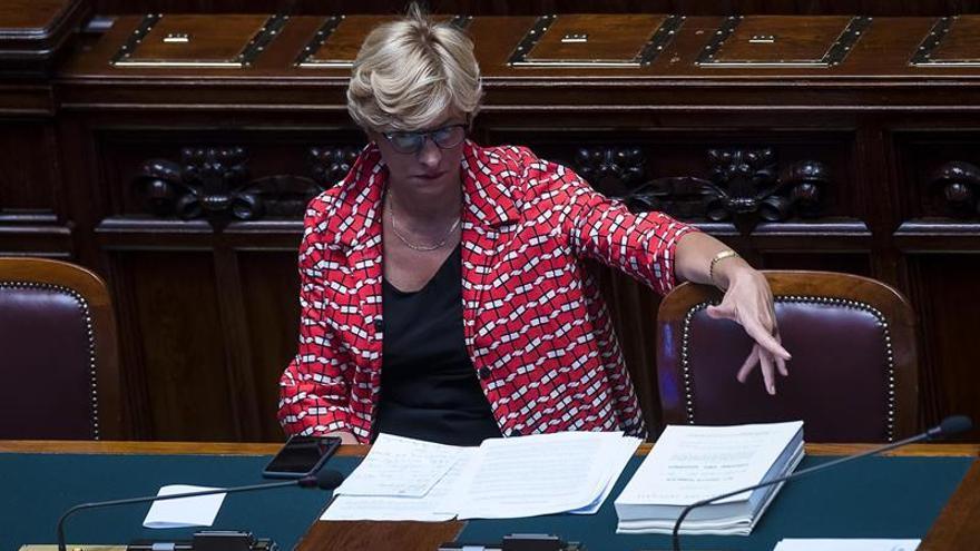 Italia retiene para control a un barco de una ONG que no firmó el código de conducta