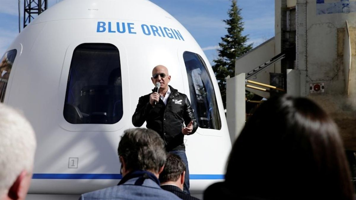 Jeff Bezos y su hermano Mark viajarán en el primer vuelo de turismo al espacio