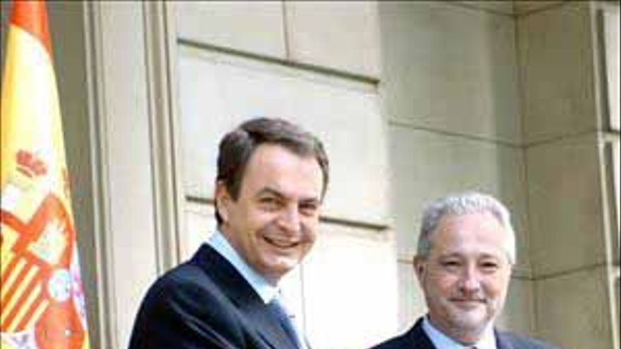 Zapatero recalca su ''defensa coherente'' de Canarias